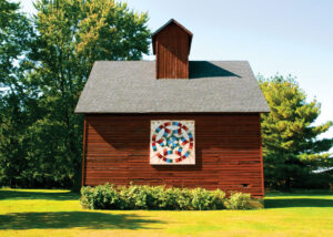 Golden Wedding Ring pattern in trompe l'oeil style (fool the eye) on Irene Solecki barn, Kankakee County