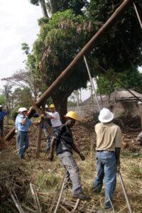 Yei Sudan piking a pole IMG_3957