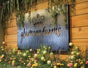 Glamour-Farms-Sign