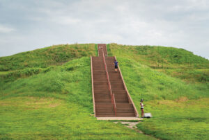 Cahokia-Mounds-Stairway_301072029
